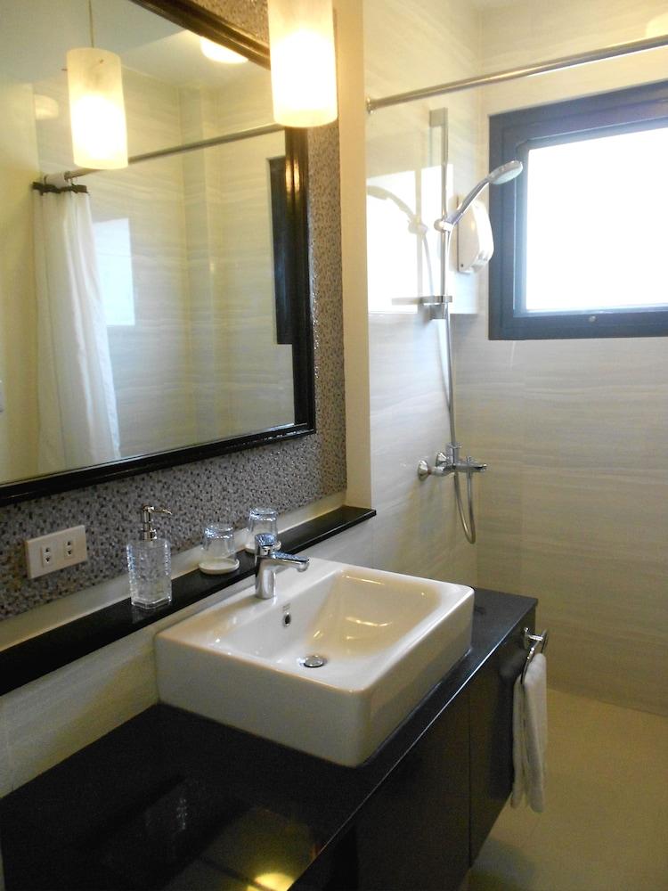 원 크레슨트 플레이스(One Crescent Place) Hotel Image 48 - Bathroom