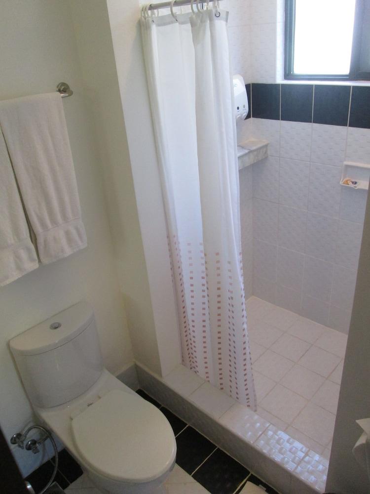 원 크레슨트 플레이스(One Crescent Place) Hotel Image 44 - Bathroom