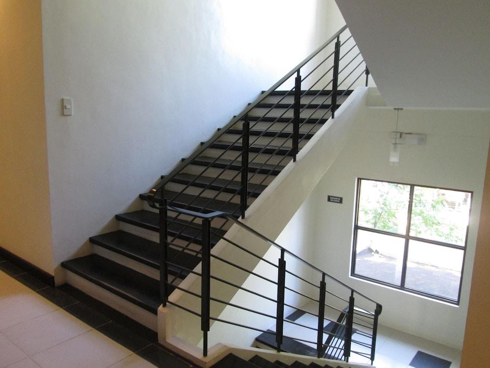 원 크레슨트 플레이스(One Crescent Place) Hotel Image 54 - Staircase