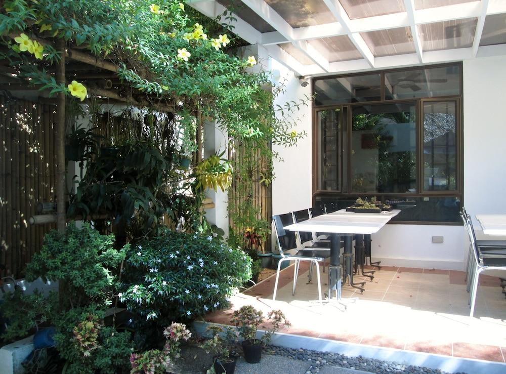 원 크레슨트 플레이스(One Crescent Place) Hotel Image 57 - Terrace/Patio
