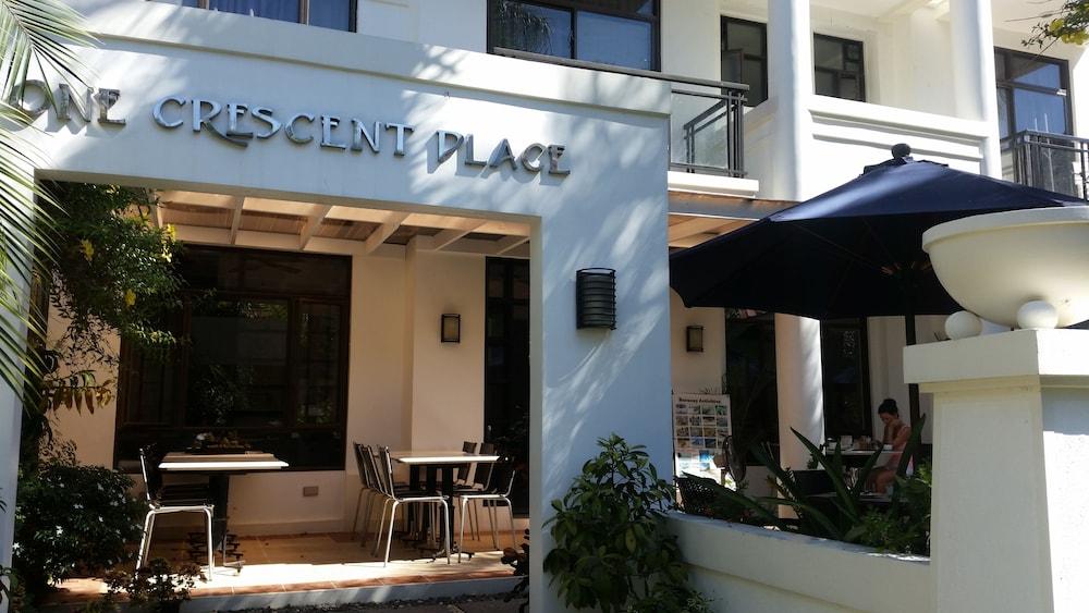 원 크레슨트 플레이스(One Crescent Place) Hotel Image 55 - Hotel Front