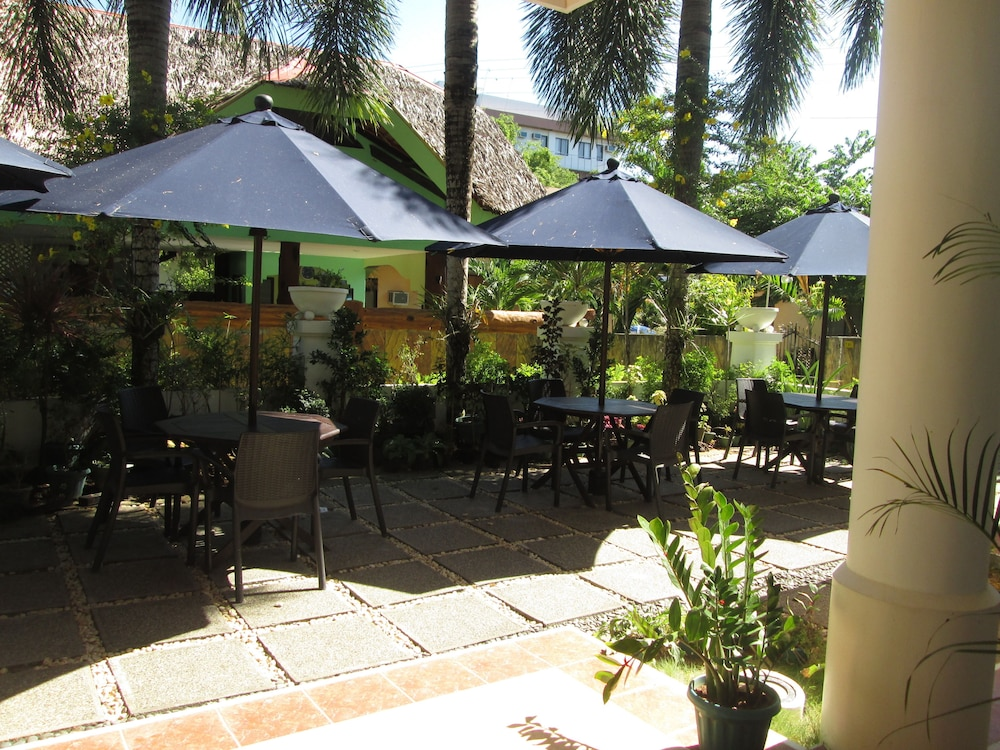 원 크레슨트 플레이스(One Crescent Place) Hotel Image 29 - Terrace/Patio