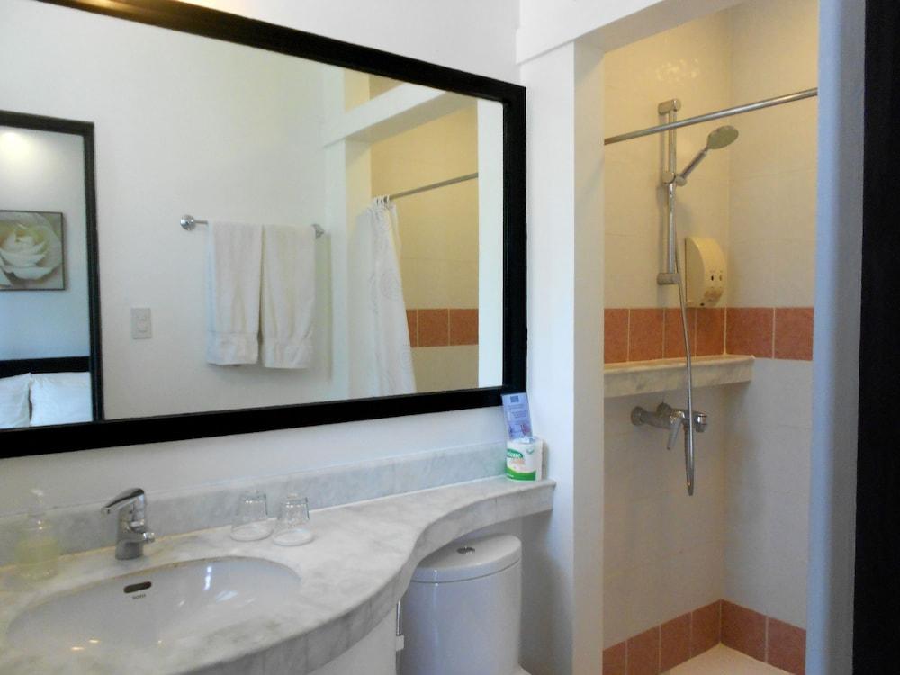 원 크레슨트 플레이스(One Crescent Place) Hotel Image 46 - Bathroom