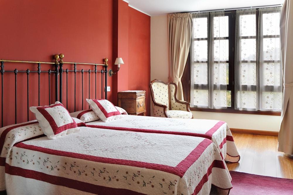 라 카소나 데 라 로사(La Casona de la Roza) Hotel Image 2 - Guestroom