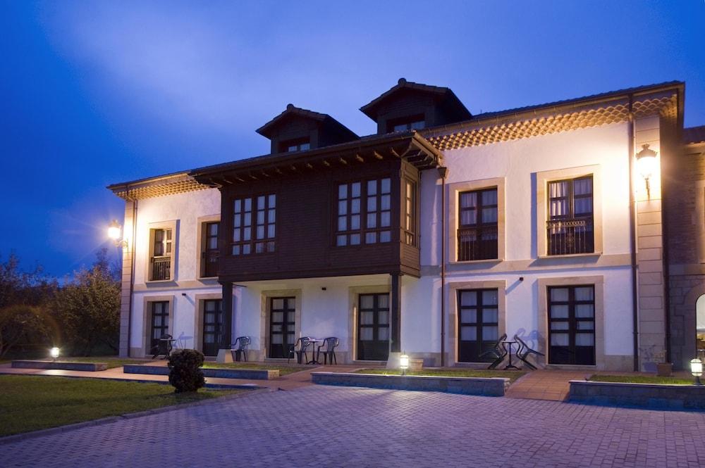 라 카소나 데 라 로사(La Casona de la Roza) Hotel Image 41 - Hotel Front - Evening/Night