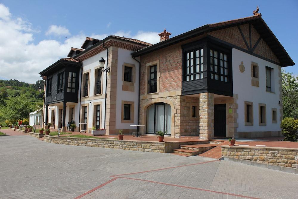 라 카소나 데 라 로사(La Casona de la Roza) Hotel Image 40 - Hotel Front