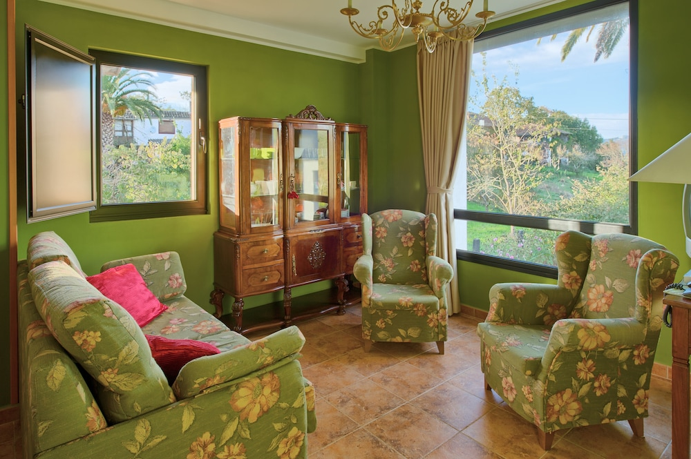 라 카소나 데 라 로사(La Casona de la Roza) Hotel Image 27 - Living Room