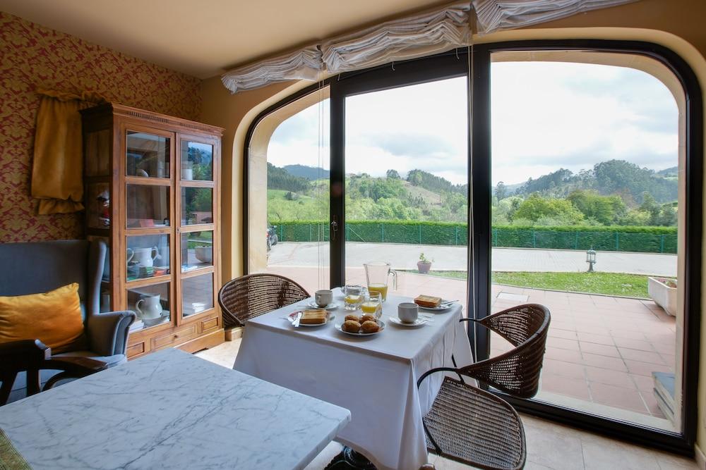 라 카소나 데 라 로사(La Casona de la Roza) Hotel Image 33 - Breakfast Meal