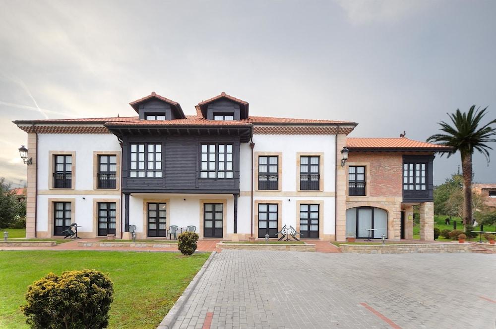 라 카소나 데 라 로사(La Casona de la Roza) Hotel Image 0 - Featured Image