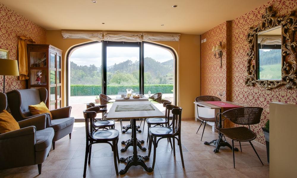 라 카소나 데 라 로사(La Casona de la Roza) Hotel Image 32 - Breakfast Area