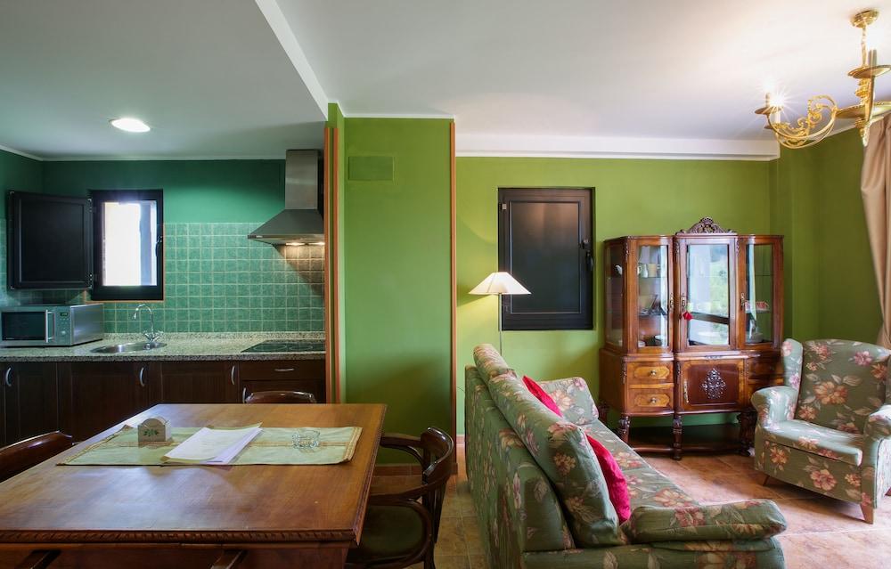 라 카소나 데 라 로사(La Casona de la Roza) Hotel Image 50 - Living Area