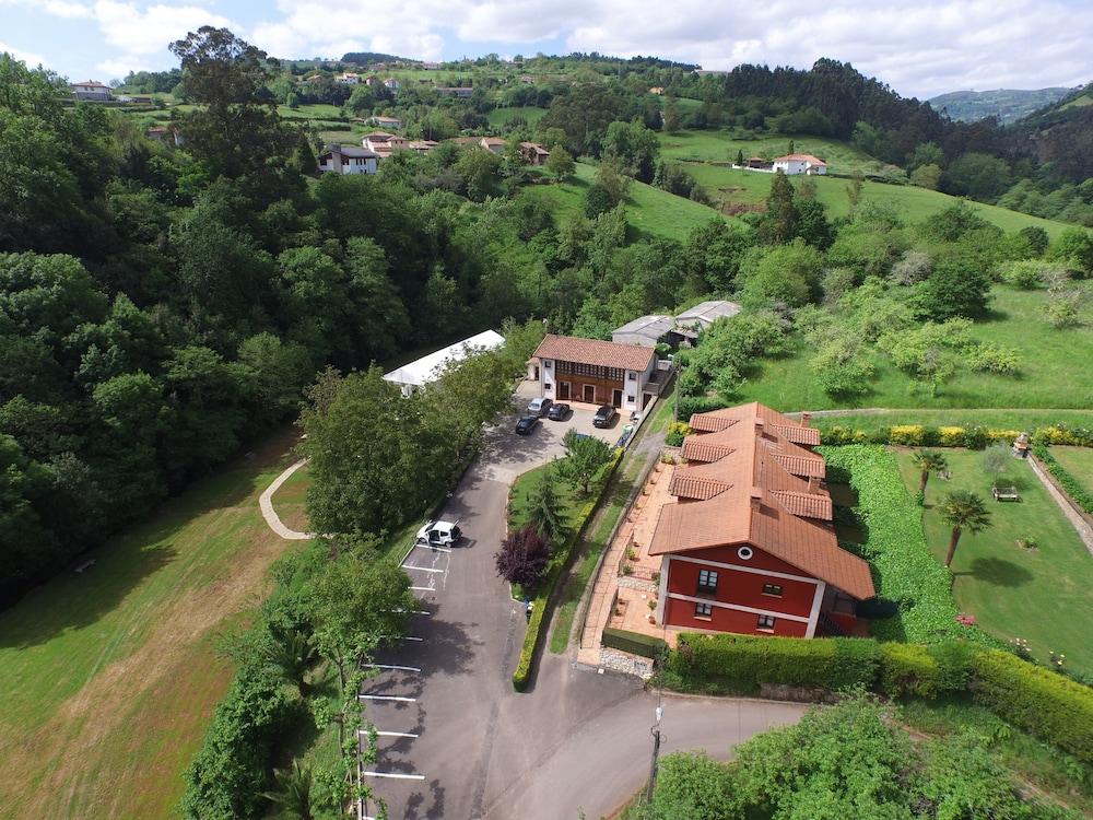 라 카소나 데 라 로사(La Casona de la Roza) Hotel Image 1 - Aerial View