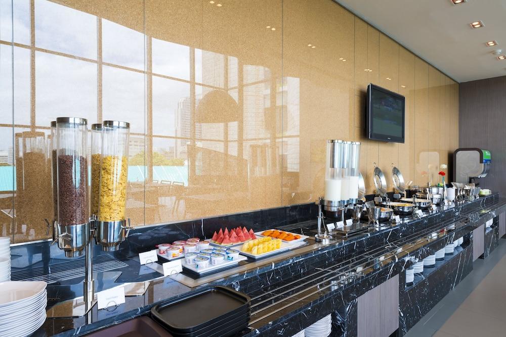 홀리데이 인 익스프레스 방콕 시암(Holiday Inn Express Bangkok Siam) Hotel Image 24 - Breakfast buffet