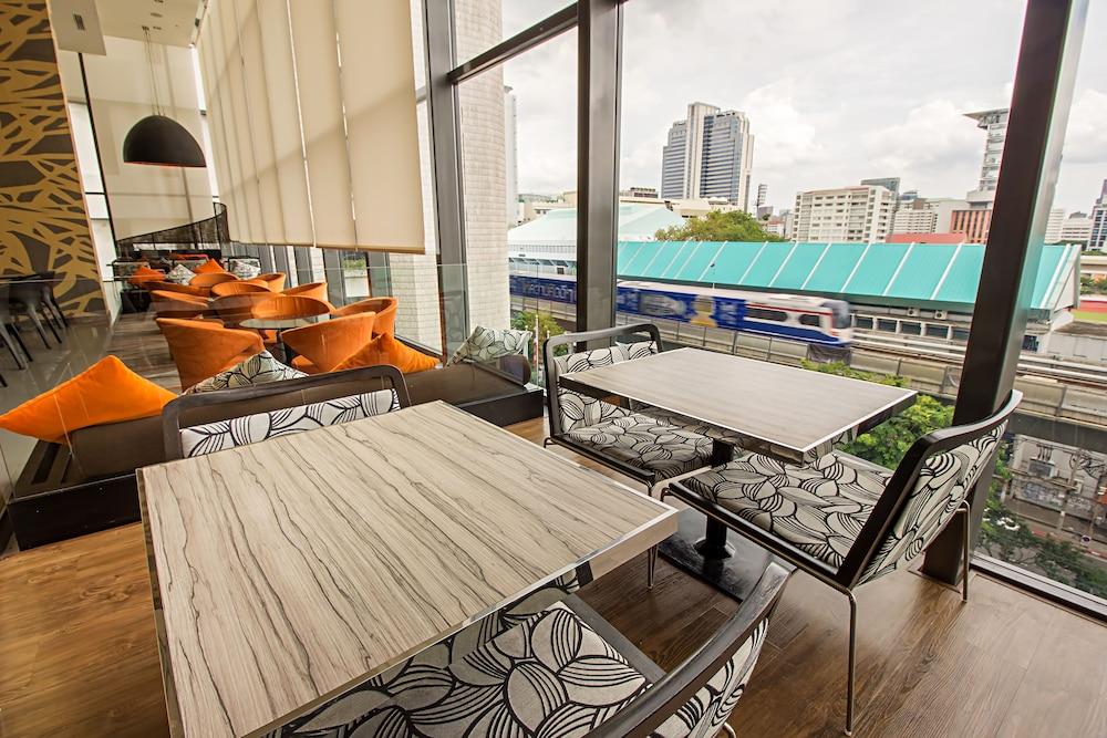 홀리데이 인 익스프레스 방콕 시암(Holiday Inn Express Bangkok Siam) Hotel Image 21 - Restaurant