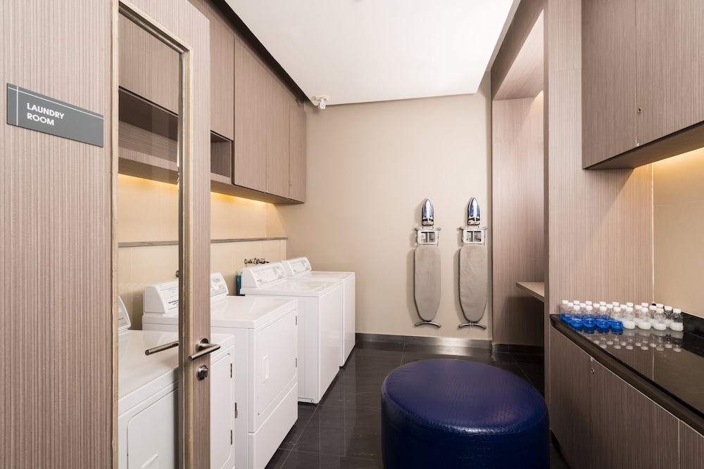 홀리데이 인 익스프레스 방콕 시암(Holiday Inn Express Bangkok Siam) Hotel Image 16 - Laundry Room
