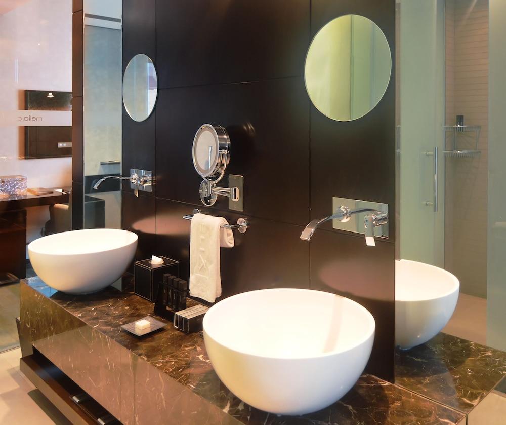 더 캔버스 호텔 두바이 엠갤러리 바이 소피텔(The Canvas Hotel Dubai MGallery By Sofitel) Hotel Image 27 - Bathroom