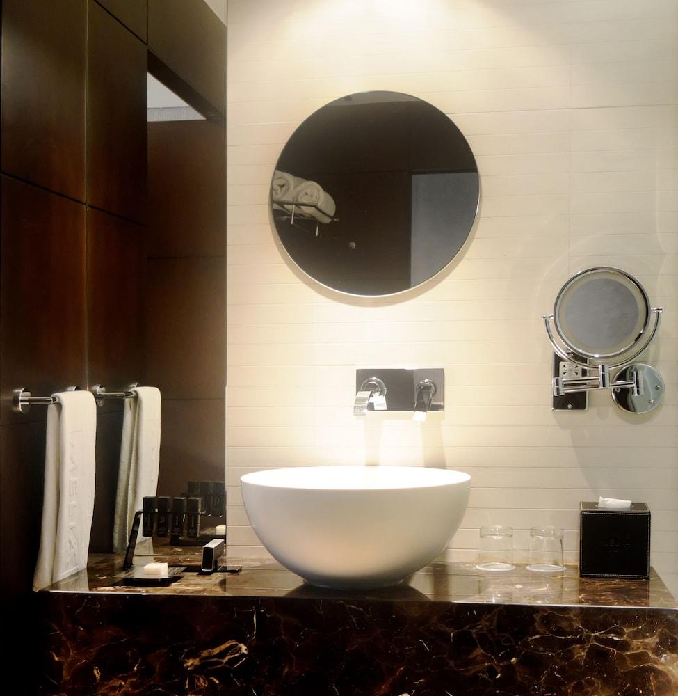 더 캔버스 호텔 두바이 엠갤러리 바이 소피텔(The Canvas Hotel Dubai MGallery By Sofitel) Hotel Image 25 - Bathroom