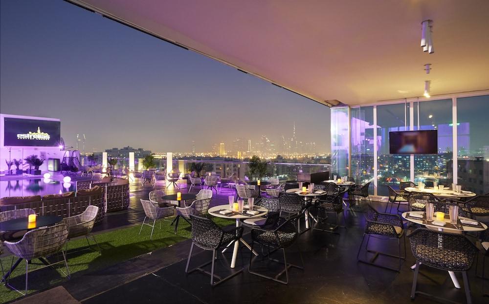 더 캔버스 호텔 두바이 엠갤러리 바이 소피텔(The Canvas Hotel Dubai MGallery By Sofitel) Hotel Image 58 - Poolside Bar