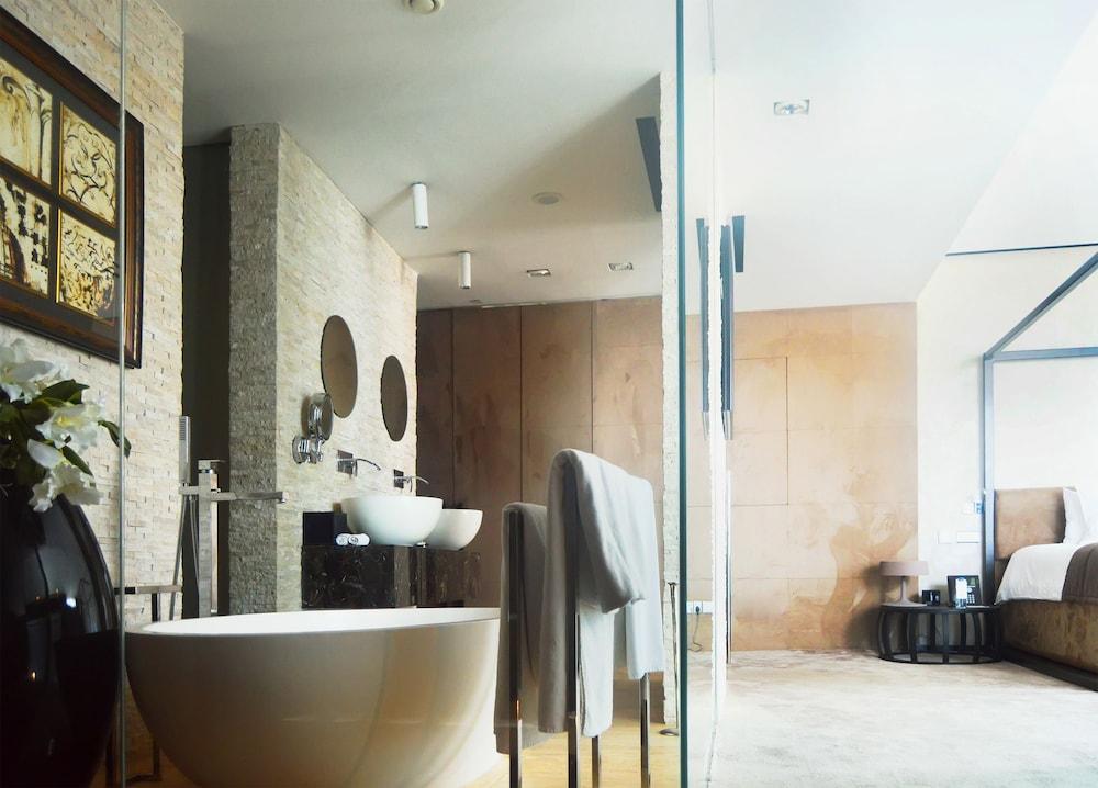 더 캔버스 호텔 두바이 엠갤러리 바이 소피텔(The Canvas Hotel Dubai MGallery By Sofitel) Hotel Image 28 - Bathroom