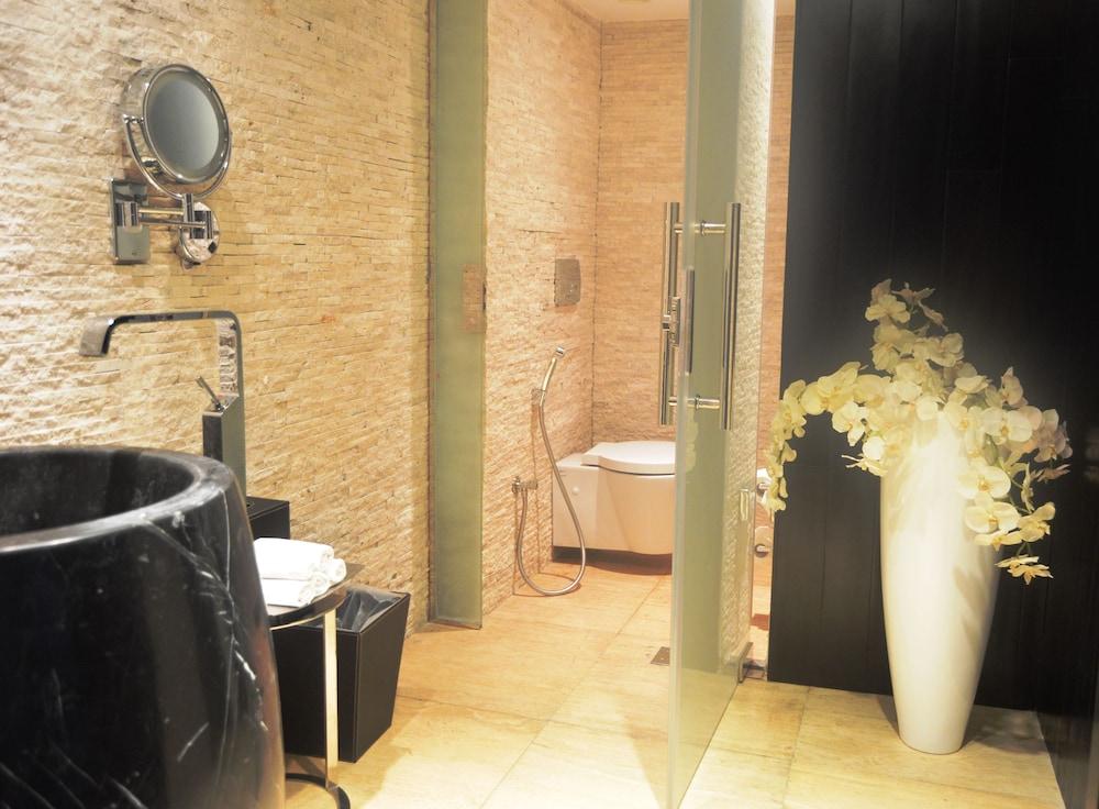 더 캔버스 호텔 두바이 엠갤러리 바이 소피텔(The Canvas Hotel Dubai MGallery By Sofitel) Hotel Image 23 - Bathroom