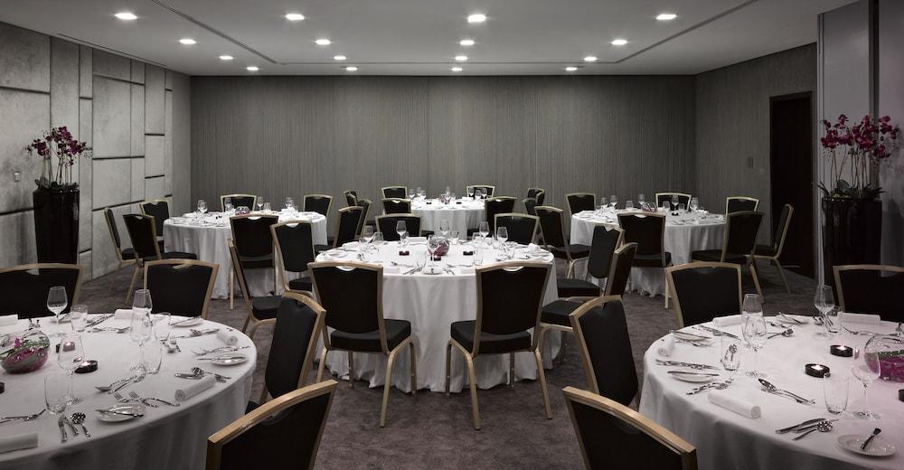더 캔버스 호텔 두바이 엠갤러리 바이 소피텔(The Canvas Hotel Dubai MGallery By Sofitel) Hotel Image 60 - Indoor Wedding