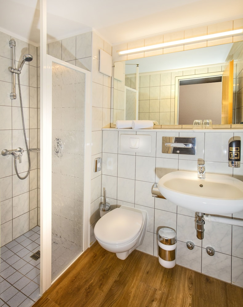 베스트 웨스턴 로프트스타일 호텔 슈비브에어딩엔(Best Western loftstyle Hotel Schwieberdingen) Hotel Image 7 - Bathroom