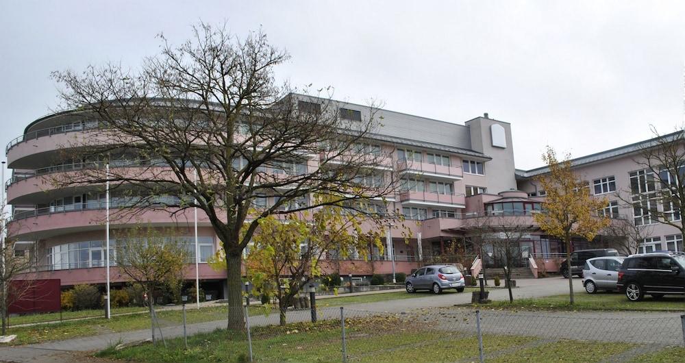베스트 웨스턴 로프트스타일 호텔 슈비브에어딩엔(Best Western loftstyle Hotel Schwieberdingen) Hotel Image 9 - Parking