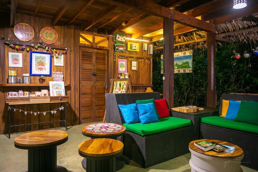 라 쿠쿨라 로지(La Kukula Lodge) Hotel Image 1 - Lobby Sitting Area