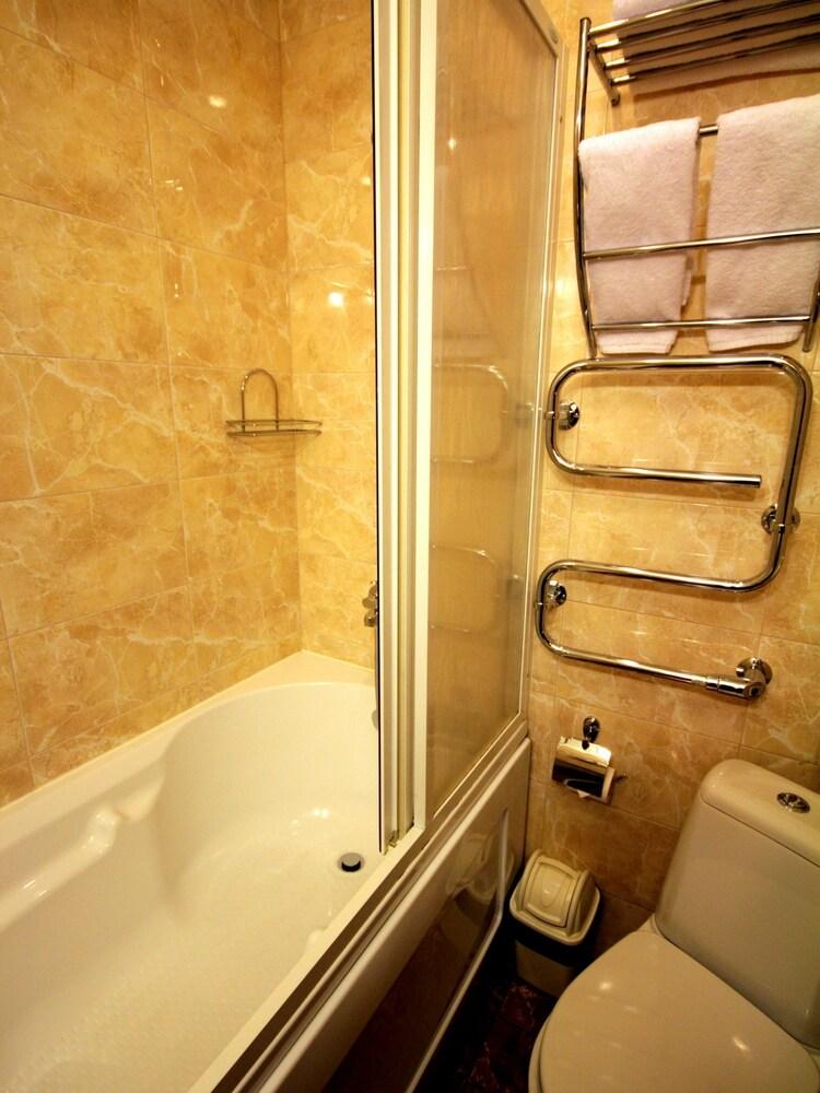 아트-하우스 호텔(Art-House Hotel) Hotel Image 11 - Bathroom