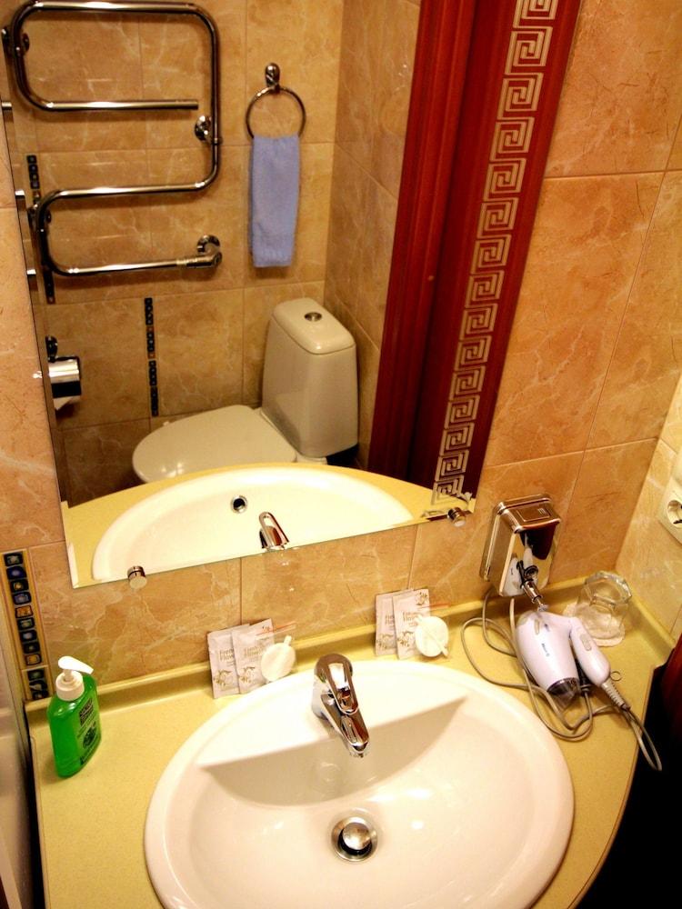 아트-하우스 호텔(Art-House Hotel) Hotel Image 16 - Bathroom Sink