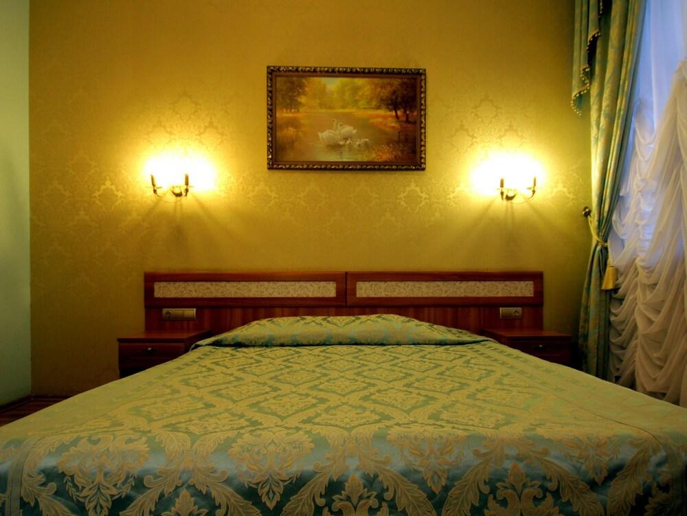 아트-하우스 호텔(Art-House Hotel) Hotel Image 5 - Guestroom