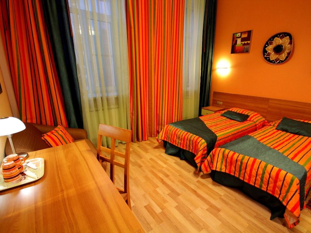 아트-하우스 호텔(Art-House Hotel) Hotel Image 7 - Guestroom