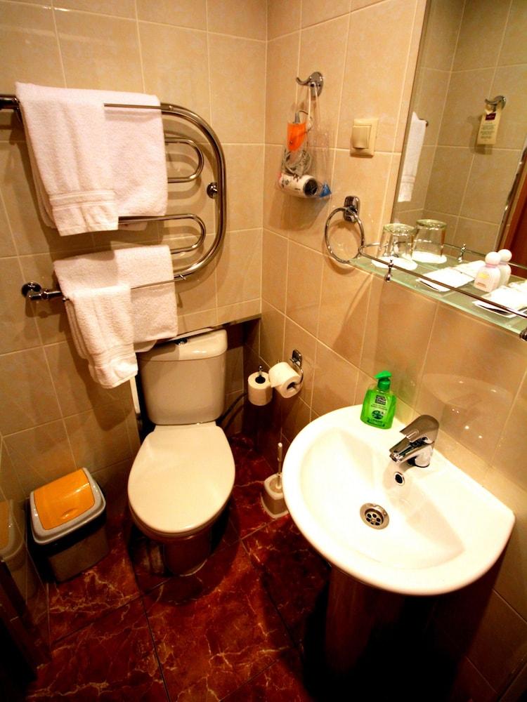 아트-하우스 호텔(Art-House Hotel) Hotel Image 14 - Bathroom