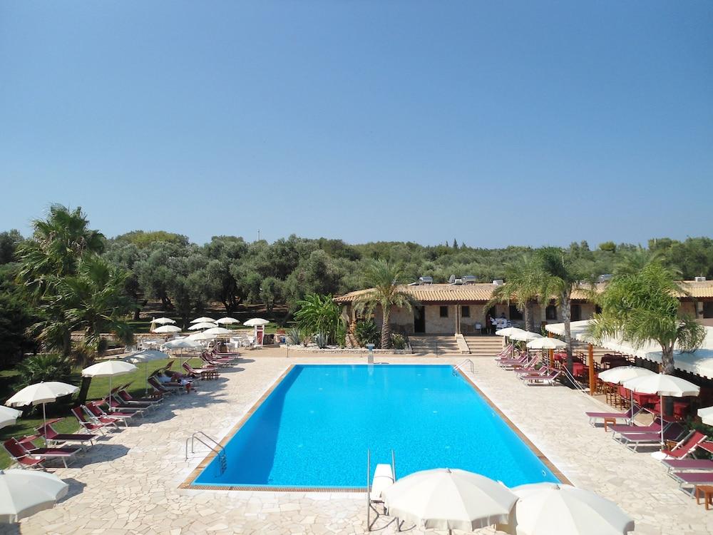 호텔 마세리아 레 파야레(Hotel Masseria Resort Le Pajare) Hotel Image 2 - Pool