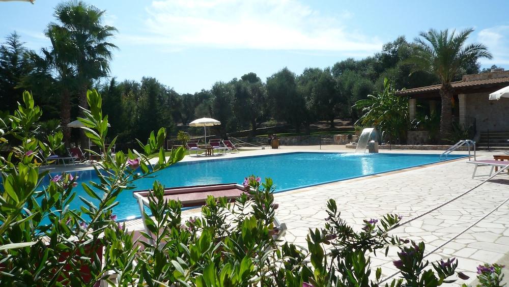 호텔 마세리아 레 파야레(Hotel Masseria Resort Le Pajare) Hotel Image 105 - Outdoor Pool