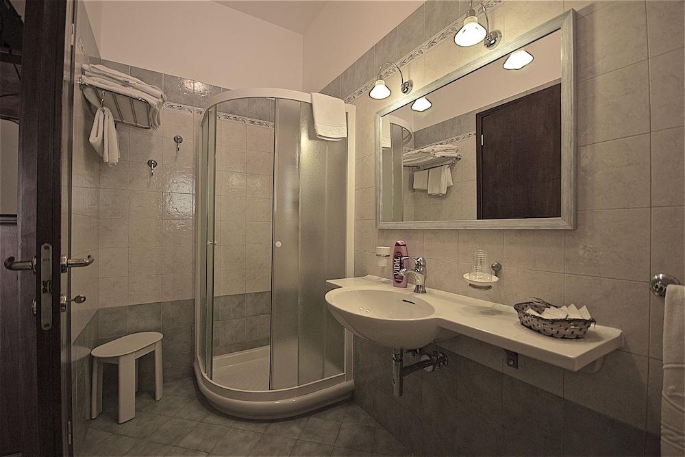 호텔 마세리아 레 파야레(Hotel Masseria Resort Le Pajare) Hotel Image 76 - Bathroom