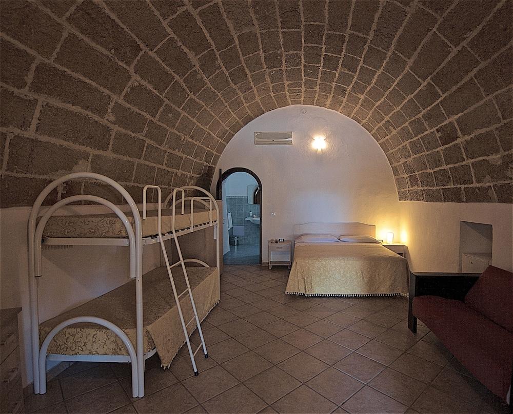 호텔 마세리아 레 파야레(Hotel Masseria Resort Le Pajare) Hotel Image 45 - Guestroom