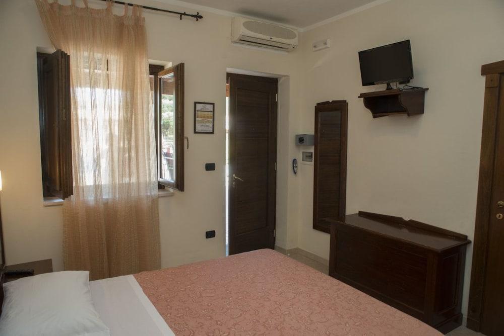 호텔 마세리아 레 파야레(Hotel Masseria Resort Le Pajare) Hotel Image 34 - Guestroom