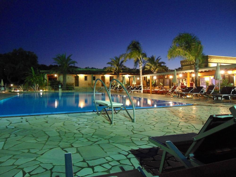 호텔 마세리아 레 파야레(Hotel Masseria Resort Le Pajare) Hotel Image 106 - Outdoor Pool