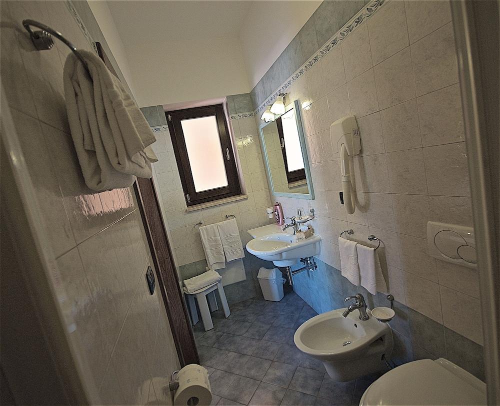 호텔 마세리아 레 파야레(Hotel Masseria Resort Le Pajare) Hotel Image 78 - Bathroom