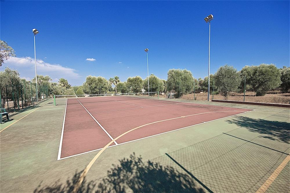 호텔 마세리아 레 파야레(Hotel Masseria Resort Le Pajare) Hotel Image 120 - Tennis Court