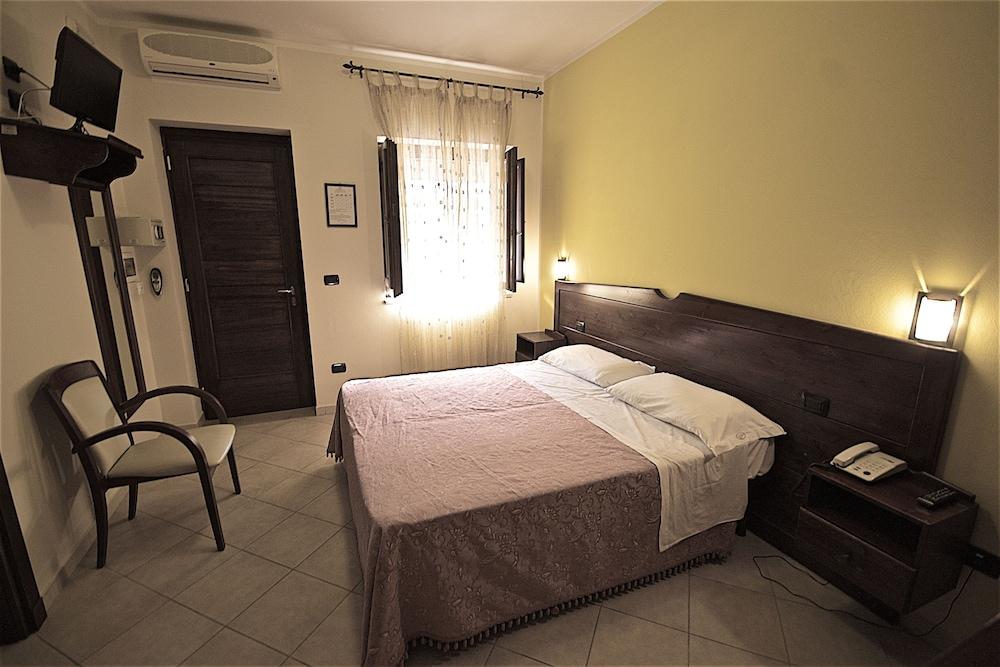 호텔 마세리아 레 파야레(Hotel Masseria Resort Le Pajare) Hotel Image 48 - Guestroom