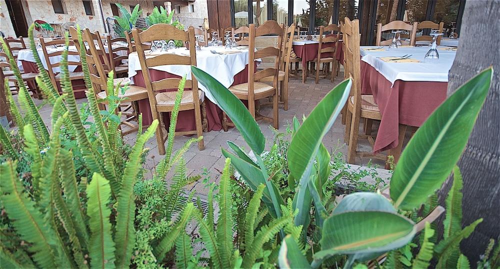 호텔 마세리아 레 파야레(Hotel Masseria Resort Le Pajare) Hotel Image 132 - Food Court