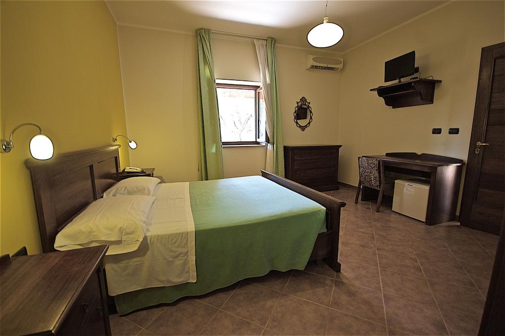 호텔 마세리아 레 파야레(Hotel Masseria Resort Le Pajare) Hotel Image 49 - Guestroom