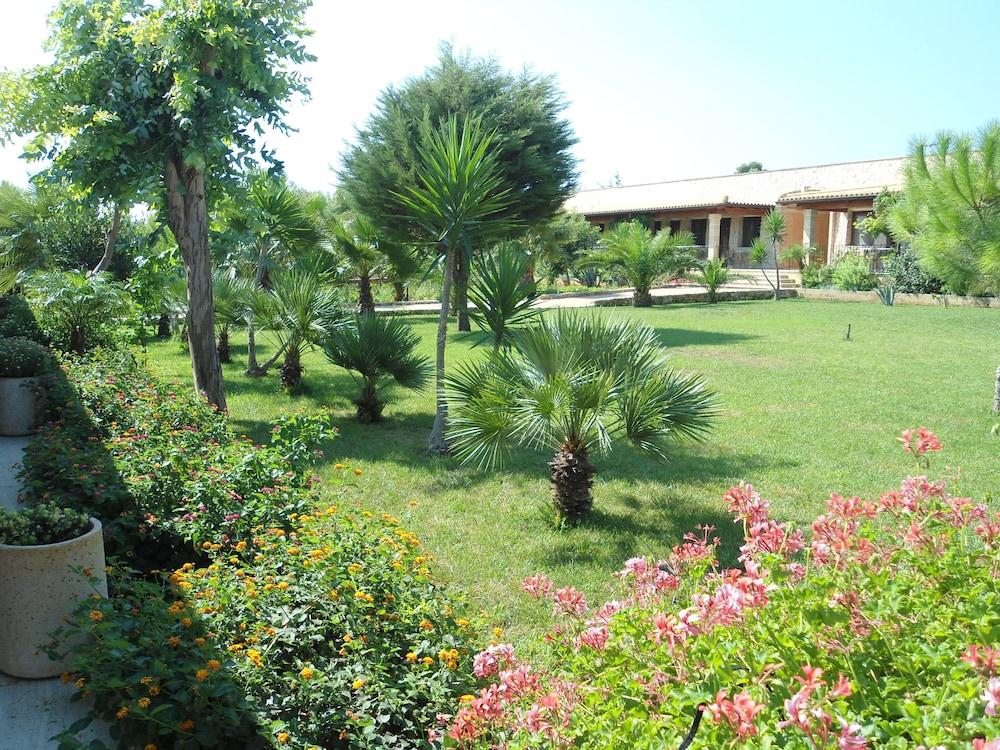 호텔 마세리아 레 파야레(Hotel Masseria Resort Le Pajare) Hotel Image 149 - Property Grounds