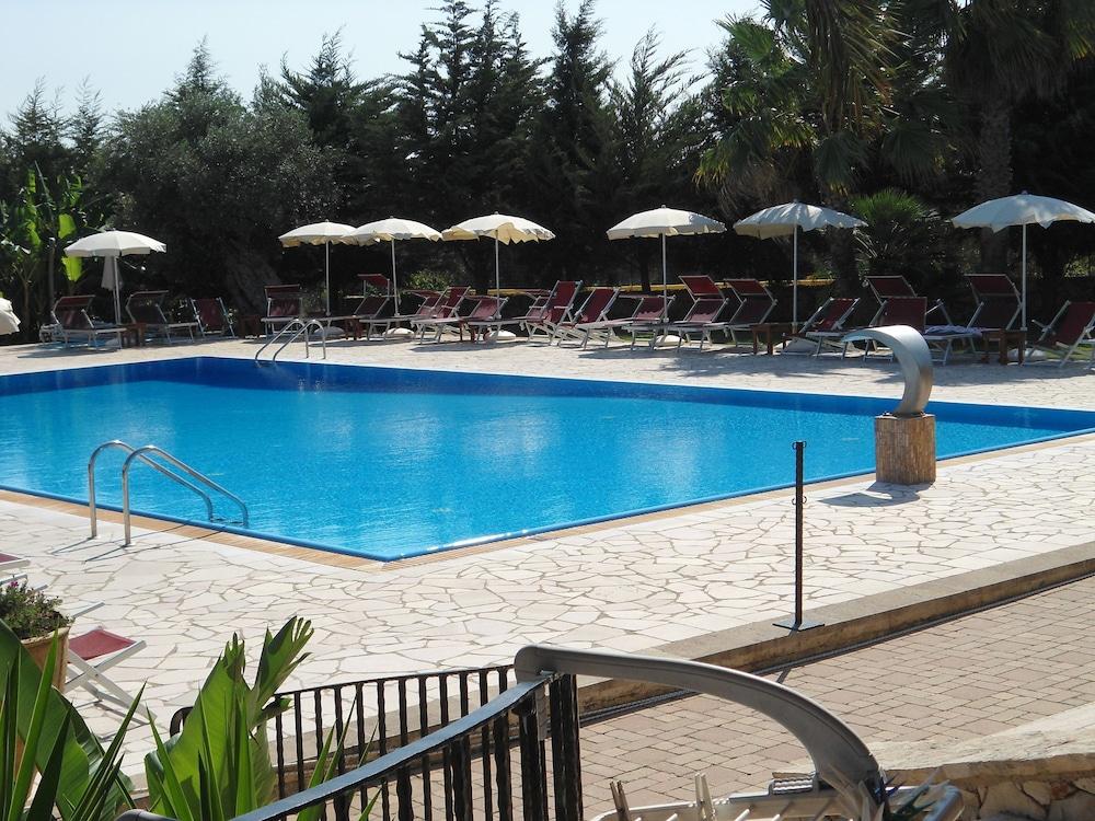 호텔 마세리아 레 파야레(Hotel Masseria Resort Le Pajare) Hotel Image 107 - Outdoor Pool