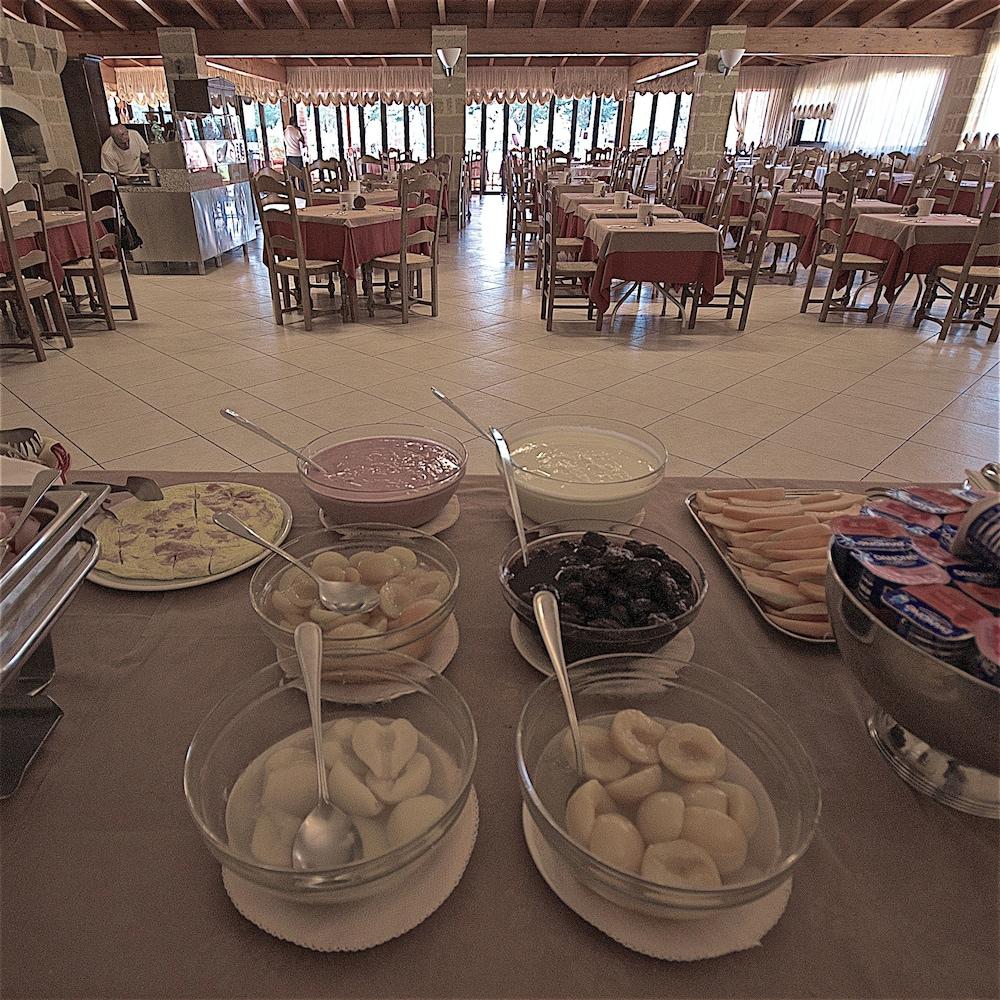 호텔 마세리아 레 파야레(Hotel Masseria Resort Le Pajare) Hotel Image 133 - Food Court