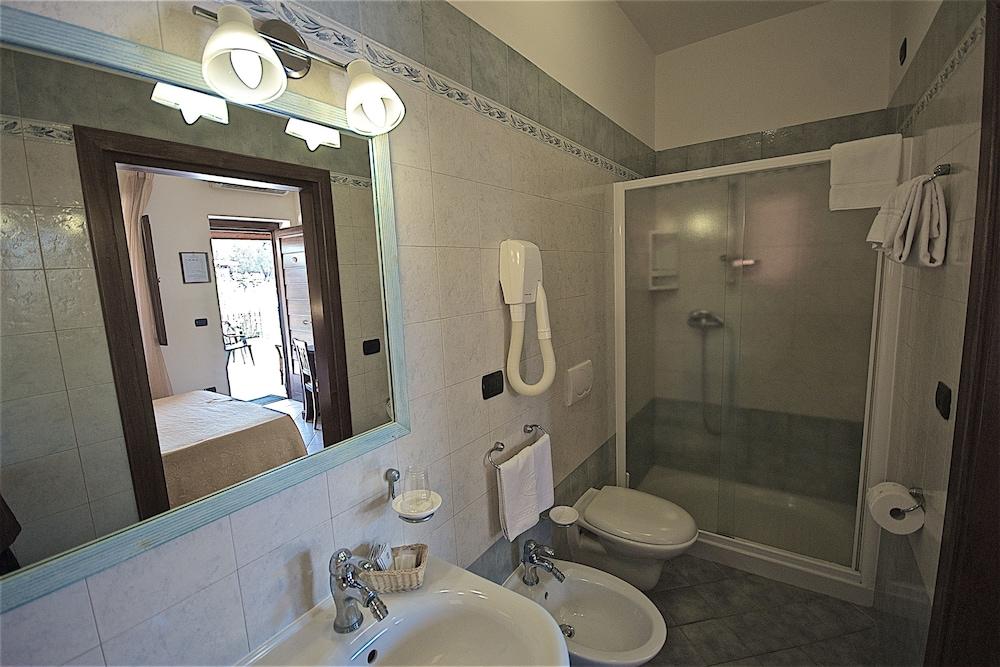 호텔 마세리아 레 파야레(Hotel Masseria Resort Le Pajare) Hotel Image 82 - Bathroom