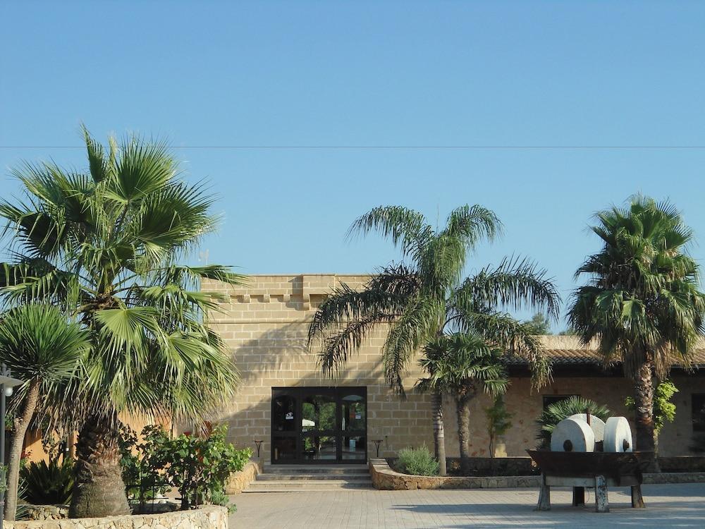 호텔 마세리아 레 파야레(Hotel Masseria Resort Le Pajare) Hotel Image 164 - Parking