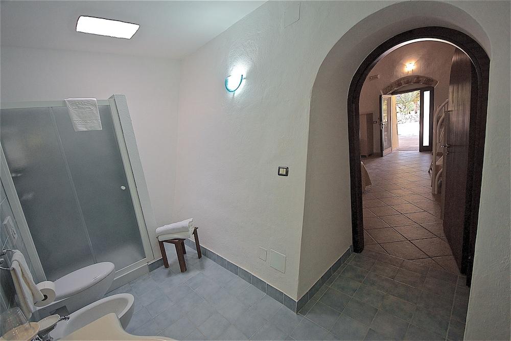 호텔 마세리아 레 파야레(Hotel Masseria Resort Le Pajare) Hotel Image 83 - Bathroom